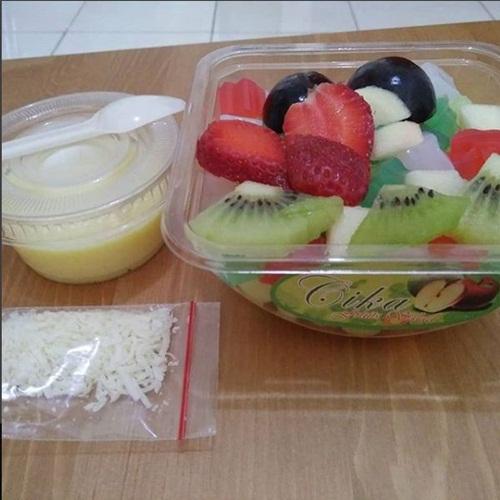 Camilan buah (Foto: Instagram/@cika_salad_jakarta)