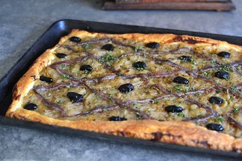 STOQO - Pissaladière Pizza (foto: perfectlyprovence.co)