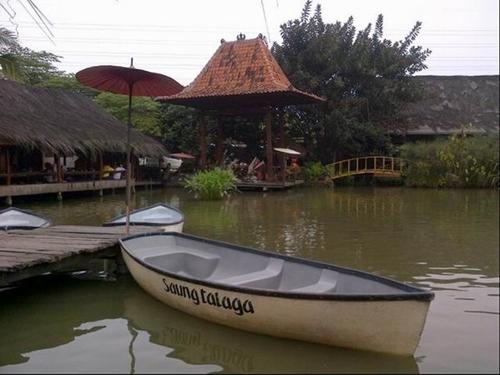 Rumah Makan Saung Talaga (foto: garnesia.com)