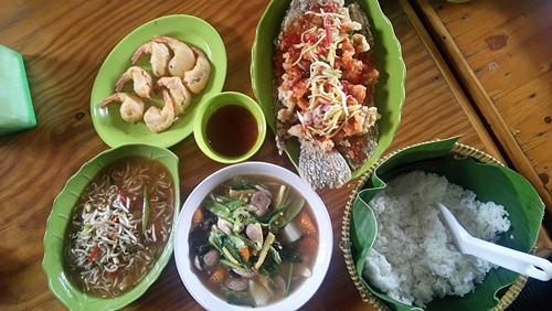 Rumah Makan Saung Fitri (foto: pergikuliner.com)