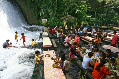 Labassin Waterfall Restaurant, Filipina (foto: pouted.com)